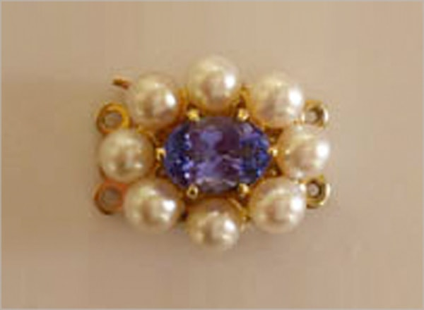 9ct YG clasp with sapphire